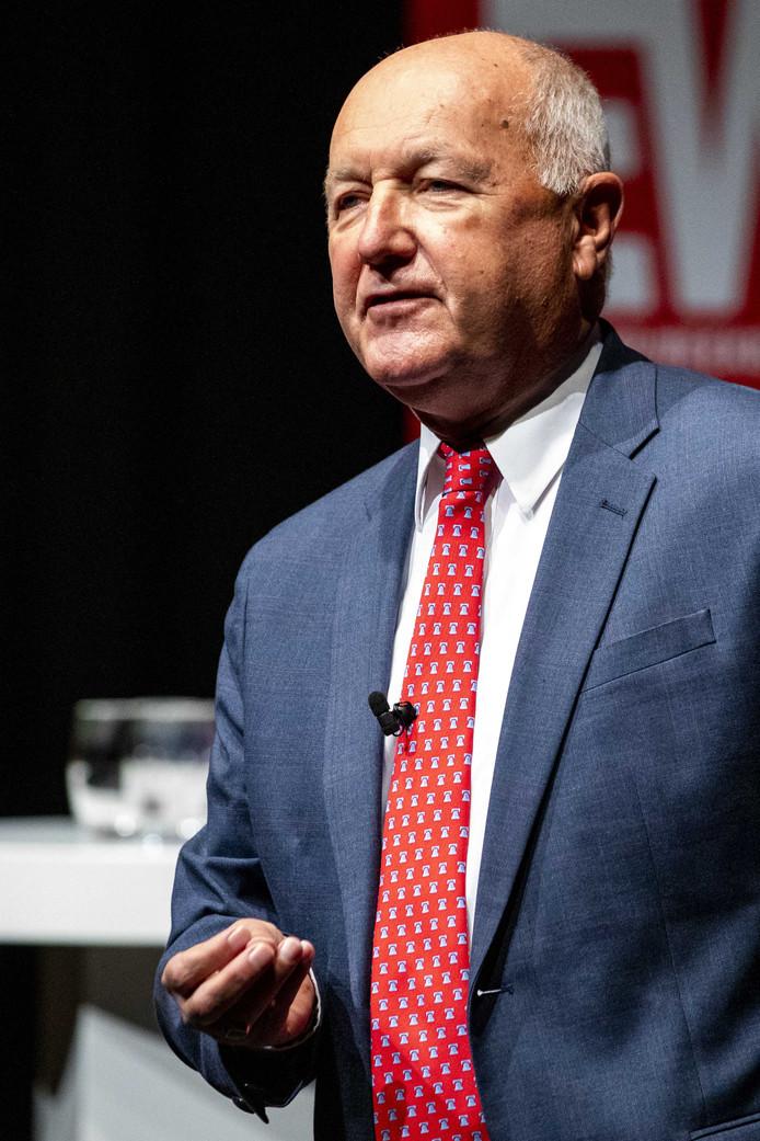 2019-10-12 11:35:53 DEN HAAG - Pete Hoekstra, ambassadeur voor de Verenigde Staten in Nederland tijdens het Grote Defensiedebat, georganiseerd door Elsevier Weekblad. Deelnemers praten met elkaar over de toekomst van het defensiebeleid. ANP SEM VAN DER WAL