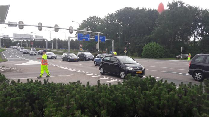 Het aantal rijbanen op de Europalaan voor de kruising met de Horst is inmiddels van drie naar twee teruggebracht.