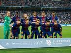 Spelers Barcelona dragen shirt met #TotsSonBarcelona