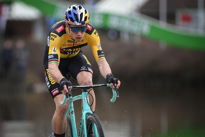 Wout van Aert maakt vandaag in Kortrijk zijn rentree in het veldrijden.