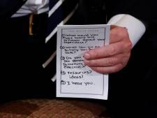 Spiekbriefje van Trump is 'volstrekt normaal'