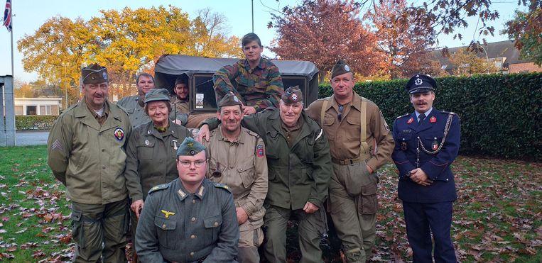 Een dertigtal militaire re-enactors verzamelen dit weekend voor het oldtimerevent 'Camp Barkeley'
