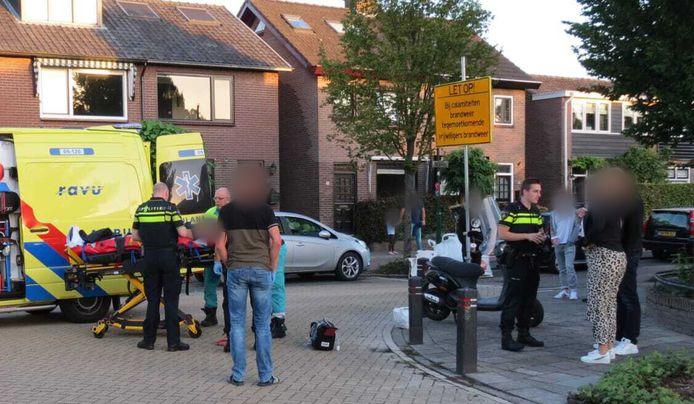 Een scooterrijder is onderuit gegaan op de Boslaan in Veenedaal en daarbij gewond geraakt.