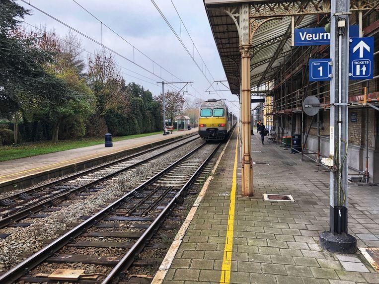 De huidige perrons van het station van Veurne.
