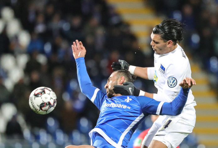 Karim Rekik in duel met Serdar Dursun.