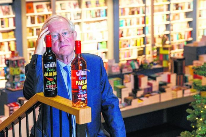 Wim Waanders, eigenaar van de Zwolse boekhandel Waanders in de Broeren, mag van de rechter geen wijn meer verkopen in zijn winkel. Met zijn collega's en vrienden drinkt hij de laatste flessen daarom binnenkort zelf maar leeg.