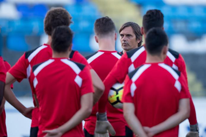 OSIJEK, persconferentie en training PSV, 2-8-2017, voetbal, voorronde Europa League, Gradski stadion, Phillip Cocu spreekt zijn team toe