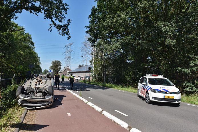 Een van de bestuurders raakte gewond en is met de ambulance afgevoerd naar het ziekenhuis.