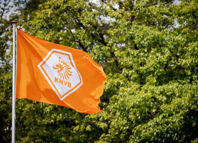 Vlag met het logo van de KNVB.