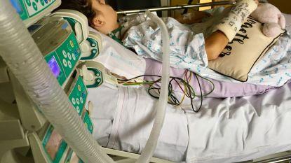 """Chiromeisje (15) verrast artsen en kan maand na aanrijding weer zelfstandig ademen: """"Gelukkig is Lola een vechter"""""""