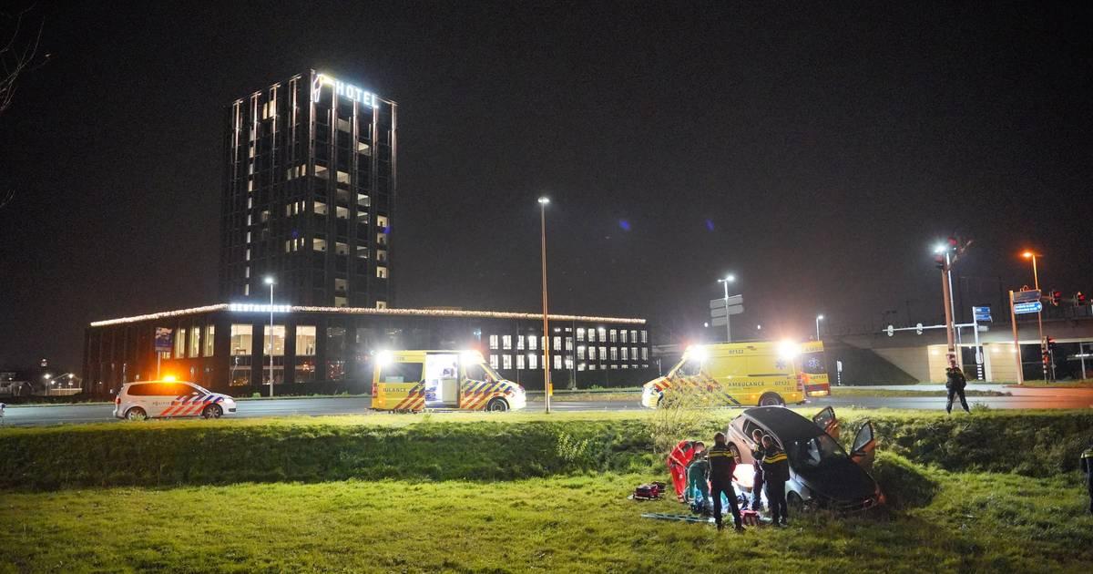 Slachtoffer in kritieke toestand naar ziekenhuis na eenzijdig ongeval in Nijmegen, automobilist aangehouden.