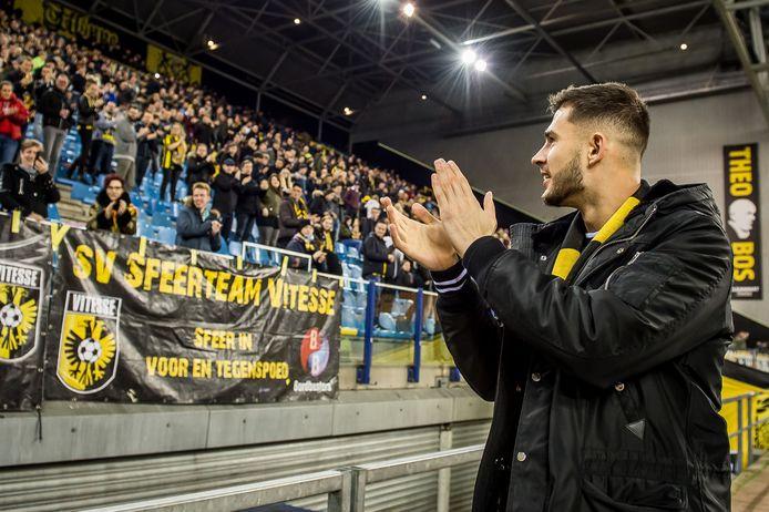 Miazga groet de fans van Vitesse. In Nederland speelde hij veel.
