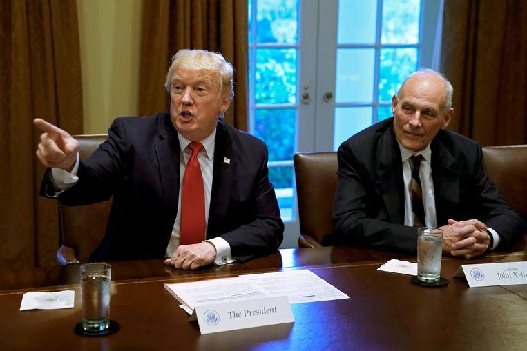 President Trump, met stafchef John Kelly aan zijn zijde Beeld REUTERS