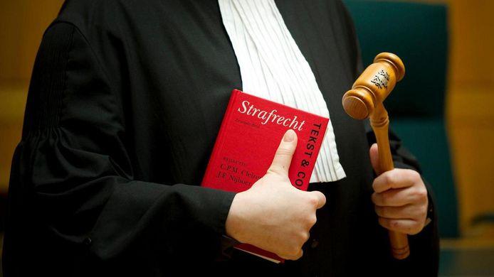 De rechter ziet genoeg bewijs voor een veroordeling.