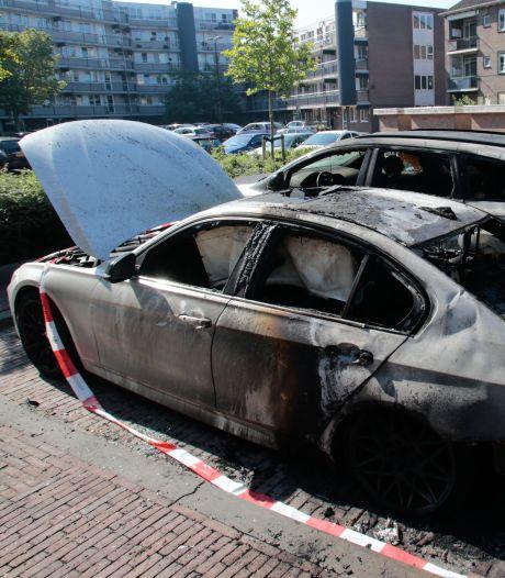 Auto's uitgebrand aan Zwarte Koor in Dordrecht