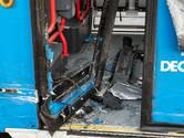 Auto ramt bus in Tilburg; buspassagier gewond naar ziekenhuis