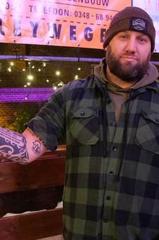 Woerdenaar laat curlingfluitketel op arm tatoeëren