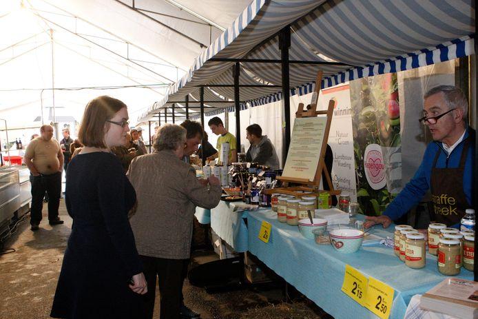 Foto ter illustratie: streekproducten op de boerenmarkt in Tienen.