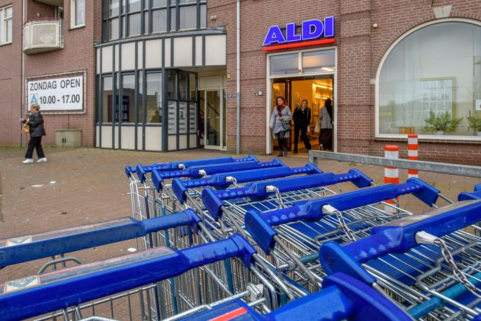 Aldi Oudenbosch op het huidige adres aan het Oost-Vaardeke/Kop Haven is te klein geworden. De discounter wil verhuizen naar de Bosschendijk en Boekvoordeel de vrijkomende winkel laten innemen.