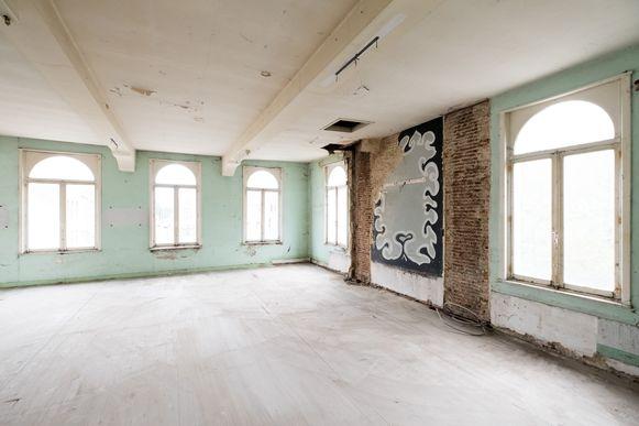 Op de eerste verdieping ligt een voormalige cinemazaal.