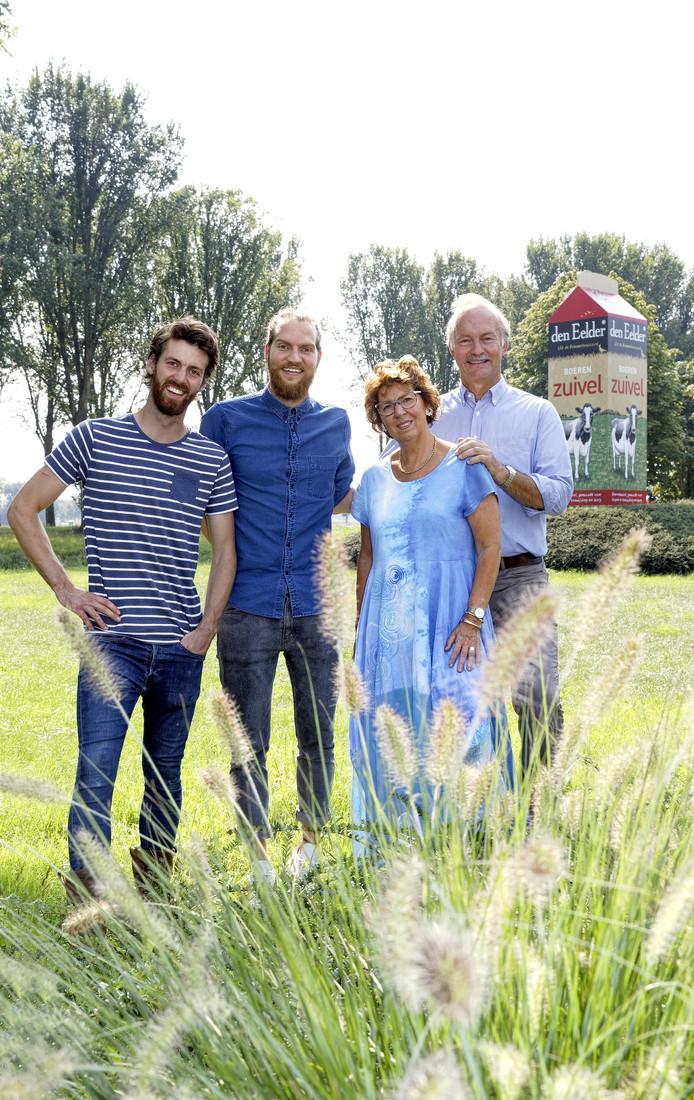 Gerben (links), Willem, Jacomine en Ernst van der Schans.