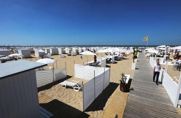 Strandcabines bij Siesta Beach in Knokke.