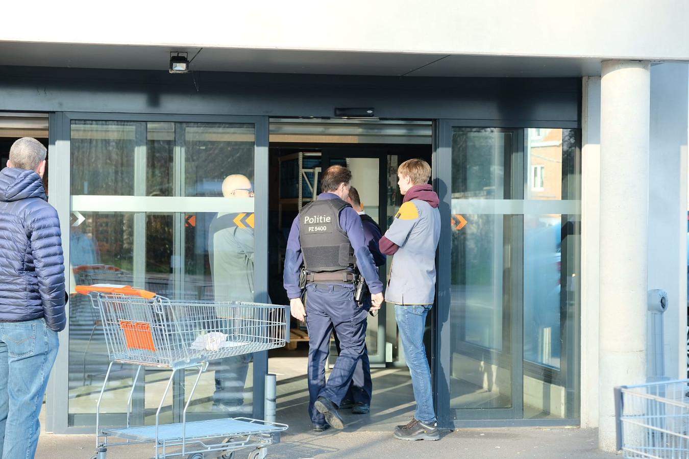 La police a dû intervenir mercredi matin, quelques heures avant le confinement