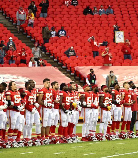 Protest, boegeroep en zege van kampioen bij start NFL