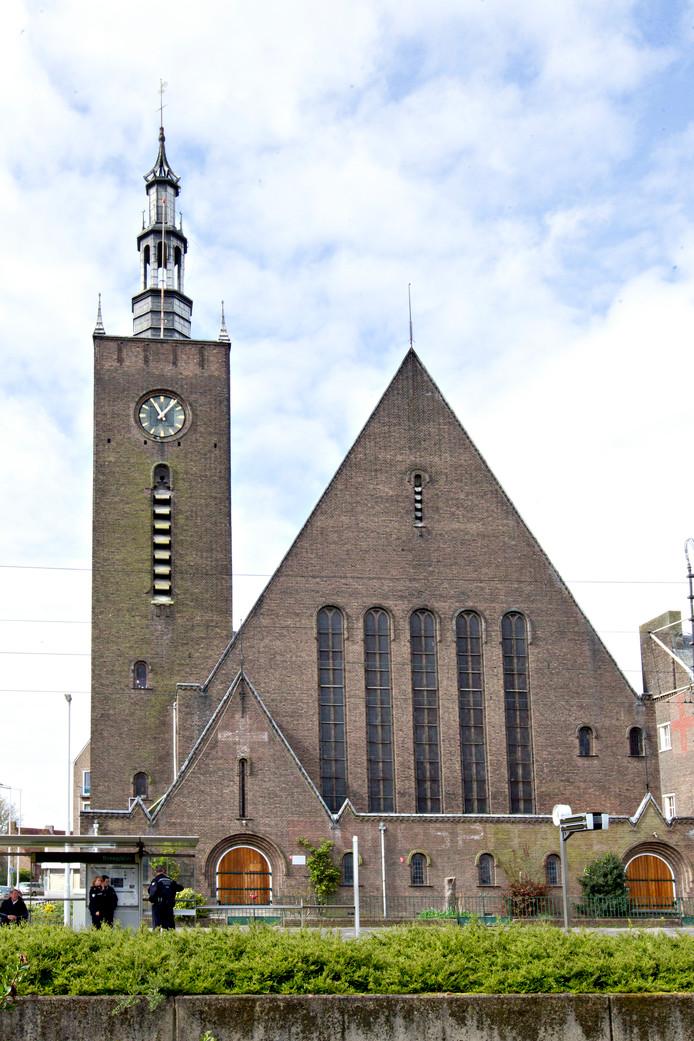 De Breepleinkerk in Feijenoord wordt verkocht.