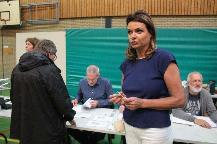 Goedele Liekens (Open VLD) bracht haar stem uit in sporthal Caerenbergveld
