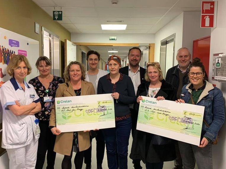 De juffen van De Wassenaard steunen de dienst Oncologie van het AZ Sint-Jan in Brugge.