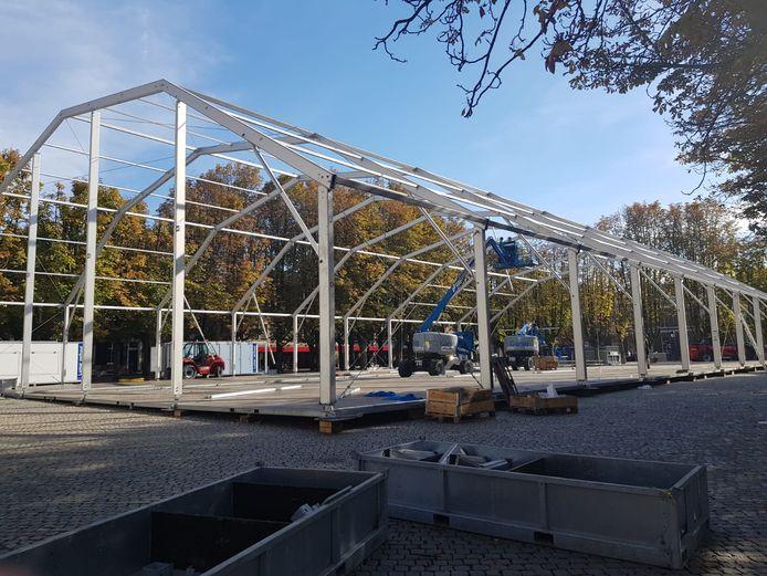Opbouw van het Oktoberfest op de Parade in Den Bosch