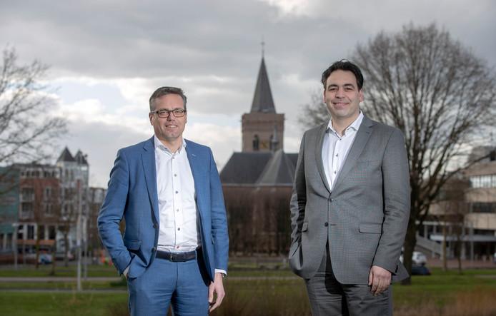 Arnold Versteeg (links) uit Wekerom en Arjen Droog uit Lunteren poseren in het centrum van Ede.