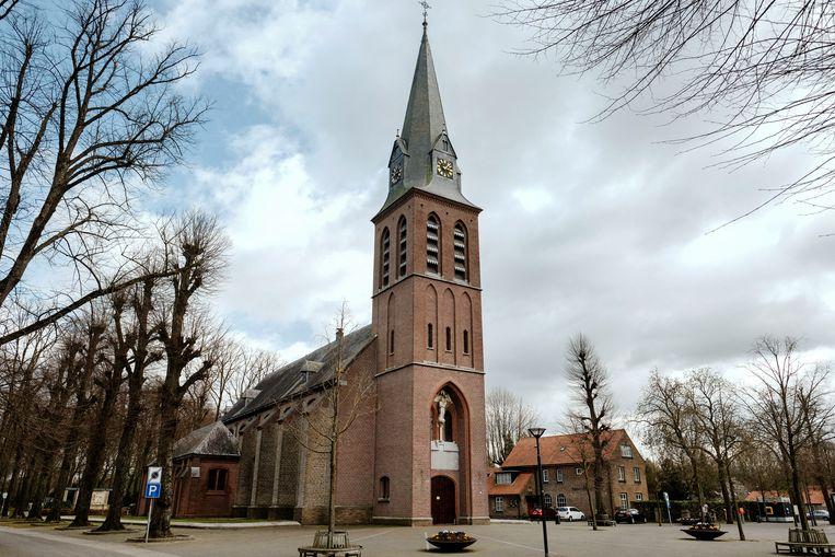 Kerk en park achter de kerk in Handel. Beeld Merlin Daleman