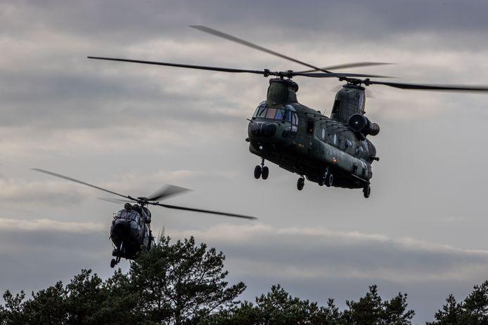 Helikopters van DHC voeren landingen uit tijdens een recente oefening.