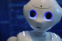 Pepper is de eerste mensachtige sociale robot die gezichten en basisemoties kan herkennen.