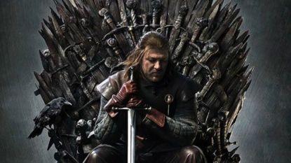 """'Game Of Thrones'-fans verwonderd over mogelijke spoiler in poster van seizoen 1: """"Hebben ze dan toch altijd geweten hoe het zou aflopen?"""""""