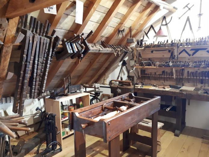 Op de eerste verdieping van het museum is een oude werkplaats ingericht.