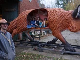 """Reinaerthoeve verwelkomt operaster Foxie, een reuzengrote vos van een halve ton: """"Onze kinderen zijn alvast dolenthousiast"""""""