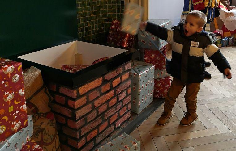 Deze jongen kan als de beste pakjes in de schoorsteen werpen.