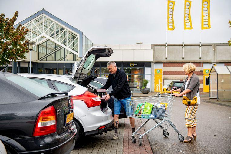 Eind dit jaar opent Jumbo - de goedkoopste Nederlandse supermarktketen - zijn eerste vestiging in ons land, maar in afwachting steken duizenden Belgen de grens over om er hun kar te vullen.