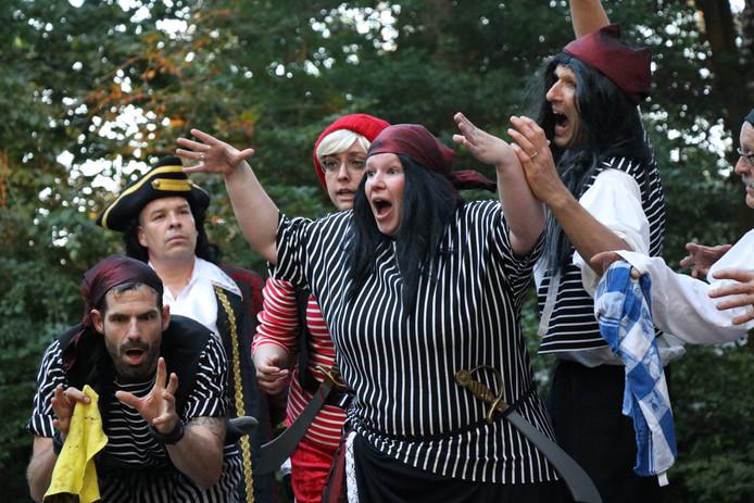 Openluchttheater Hoessenbosch speelde afgelopen weekend en komend weekend familievoorstelling Peter Pan in de buitenlucht.