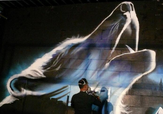 The Combi Killers hebben tijdens de Graffiti jam in de loods in Roosendaal een hele wand gemaakt met Wolverinegraffiti. Foto Alfred de Bruin