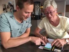 Bewoners Catharinahof Grave krijgen app tegen eenzaamheid