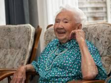 Aaltje de Boer - Mulder viert feest: ze is 101 jaar en daarmee de oudste inwoonster van de gemeente Dalfsen