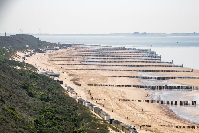 Er staan heel wat strandpaviljoens aan de Veerse stranden. Ja dan nee coronasteun leidt tot commotie op het strand en in het Veerse gemeentehuis.