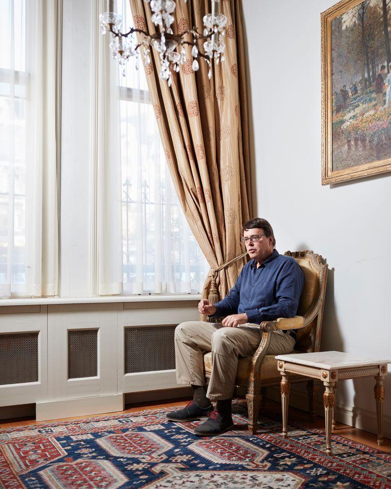 Charles C Mann, gefotografeerd in het ambassade hotel. Beeld Erik Smits