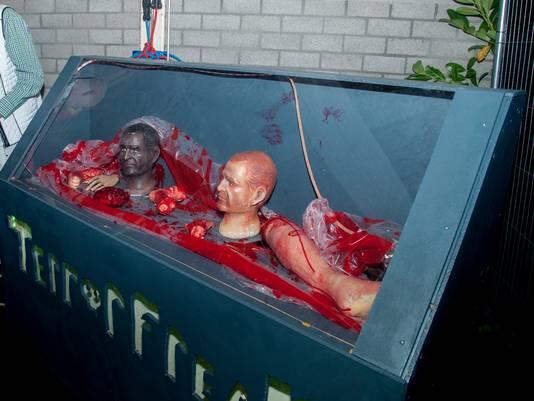 Lichaamsdelen in een container op Terror Nights