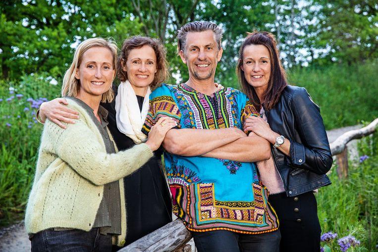 Etienne met zijn dates Sabine (42 - Vilvoorde), Isabel (49 - Roeselare) en Rebecca (46 - Keerbergen).