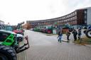 Met zo'n 150 tractoren kwamen honderden boze boeren naar Waterschap Vallei en Veluwe in Apeldoorn om te protesteren tegen een forse verhoging van de waterschapsbelasting.
